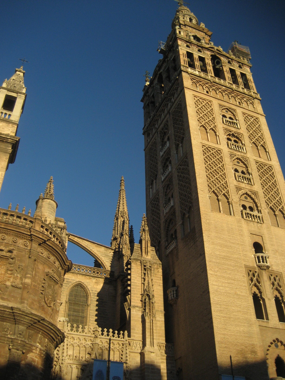 la-catedral-de-sevilla-amaneciendo.jpg
